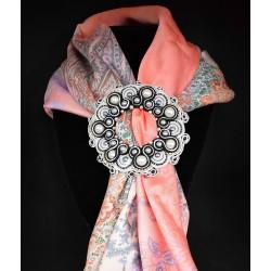 Boucle de foulard en soutache et perle