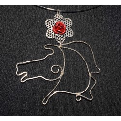 Collier en wire wrapping au cheval