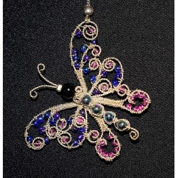 Collier en wire wrapping au papillon