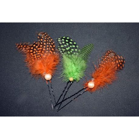 Epingles à cheveux aux plumes oranges et vertes