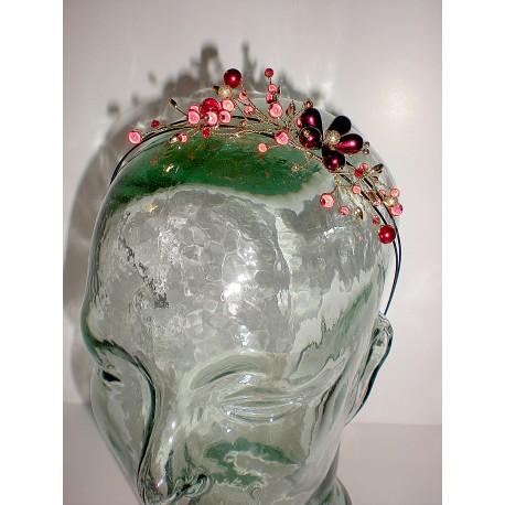 Serre tête en métal noir et ses fleurs en métal doré et perles fines